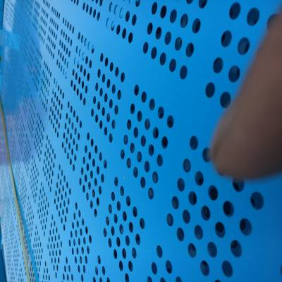 郑州外架网片厂家 喷塑冲孔网片 金属工地安全网价格