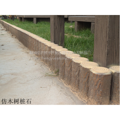 混凝土围栏 仿木树桩 桥梁河堤护栏栏杆哪家强。