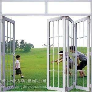 德技名匠门窗洁净折叠门厂家:门窗要想不渗水?选材与设计是关键