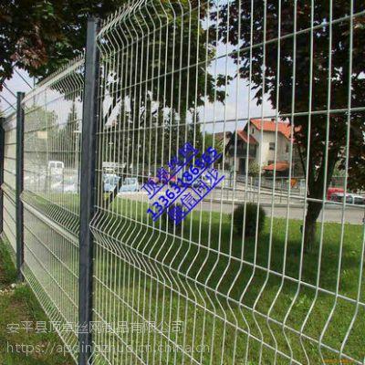 机场护栏网厂家刺铁丝拧花护栏网Y型桃型柱围栏网厂家直销