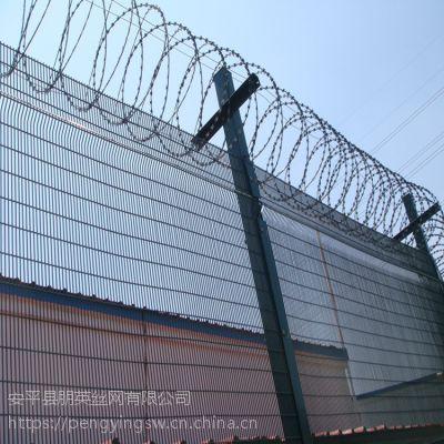 朋英 厂家直销 监狱围墙网 浸塑绿色Y型护栏网 防爬网