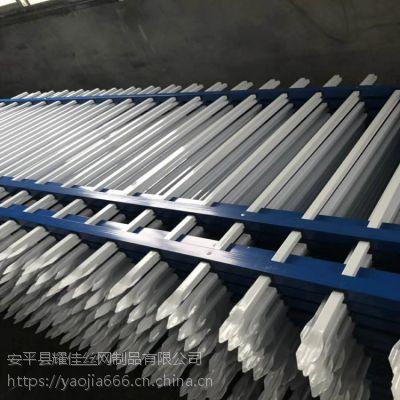 学校铁栅栏多少钱/1.5米高防盗护栏网/大量现货围栏厂家