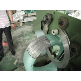 喜鹊铁丝缠绕包装机 喜鹊包装机械厂家专业制造 好设备就选喜鹊铁丝缠绕包装机