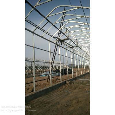日光温室暖棚墙体采用砖墙或土墙结构,镀锌整体暖棚造型美观,一年四季均可种植使用。