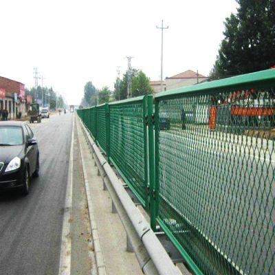 朋英 厂家直销 高速公路浸塑隔离网 钢板网拉伸护栏网
