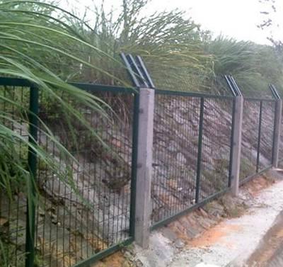 金属防护围栏现货 清远高速公路防护栅栏 广州边框铁路护栏网
