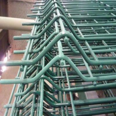 学校体育场防护围栏网 河北专业生产桃型柱护栏网 护栏安装队