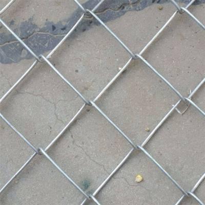勾花网卷径 镀锌勾花网价格 体育场围网图片