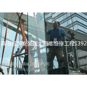 深圳专业安装电梯玻璃/江门幕墙玻璃维修工程