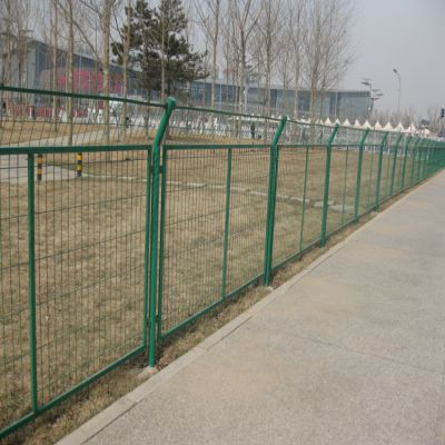 朋英 厂家直销 抗腐蚀框架护栏网 公路铁丝焊接浸塑防护网