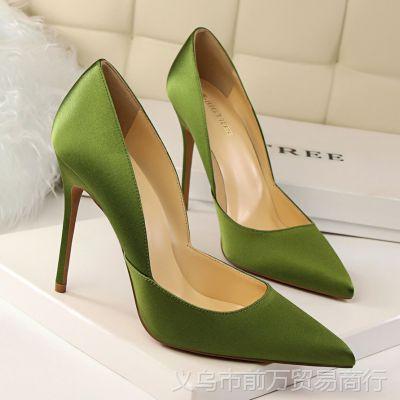 2577-2欧美风时尚简约细跟超高跟绸缎浅口尖头性感镂空显瘦女单鞋