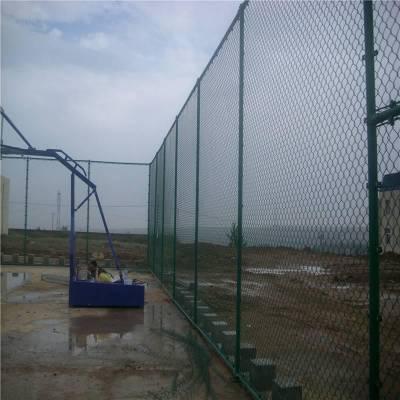 球场护栏厂家 篮球场围栏多钱一平 pe包塑勾花足球场围栏