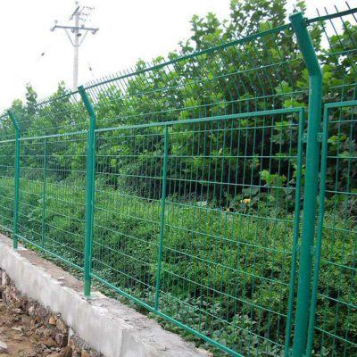 厦门市公路护栏网桃型柱隔离网厂家
