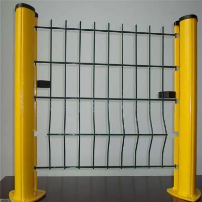 厂家桃型柱护栏安装效果图 优盾铁丝网围栏 隔离栅www.hulanwang189.com