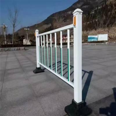 交通道路护栏 万泰防护网 警示隔离网价格