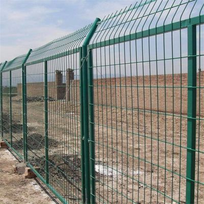 公路护栏网- 框架式护栏网厂家-边框隔离栅