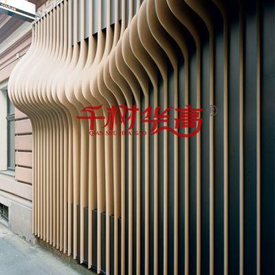 户外幕墙2.0mm厚度木纹色烤漆铝合金装饰材料特殊规格弧形铝方通