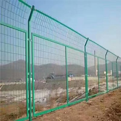 围栏网 光伏电站 围栏网优盾厂家生产徐州护栏网多钱一米