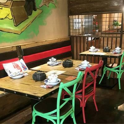 时尚湘菜土菜馆防腐木靠墙卡座沙发桌椅订制