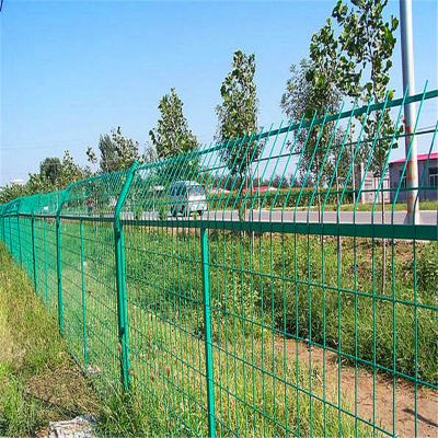公路护栏网 试验场地围墙网 折弯铁网