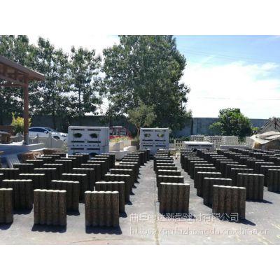 供应河北水泥仿木护栏 坚固耐用的河堤安全仿树皮木桩围栏