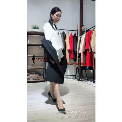 艾薇萱厂家直营折扣女装批发品牌女装低折扣批发不一样的魅力