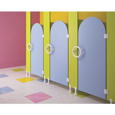 厂家直销桂城幼儿园卫生间隔断 幼儿园卫生间隔断抗倍特小便挡板卡通式儿童厕所隔断