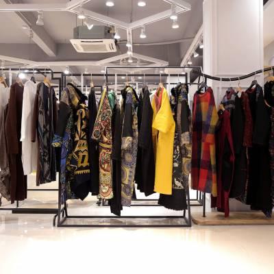 Five Plus怎样做品牌尾货女装折扣 品牌女装在哪批发尾货浅蓝色半身裙