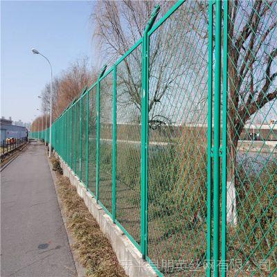 厂家批发 贵州公路钢板网护栏马路隔离围栏网 朋英浸塑绿化防护网