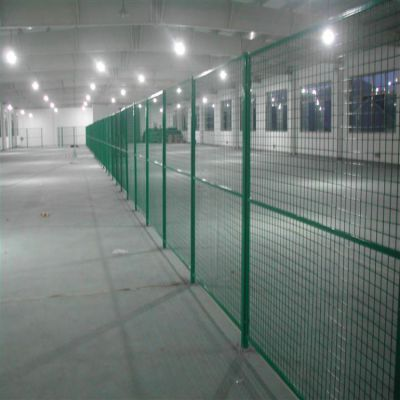 朋英 厂家供应 车间浸塑隔离网 框架铁丝隔离网