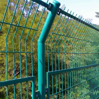 定制护栏网 加强型焊接片网 铁路护栏安全防护网围栏