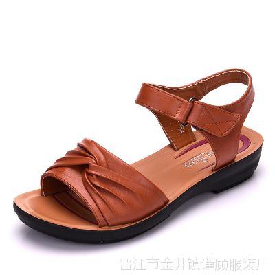 四五十岁妈妈穿夏天凉鞋30中年妇女人平底鞋子41大码40岁50母亲节