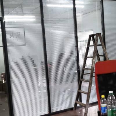 宝安中心办公室双层玻璃带百叶隔断
