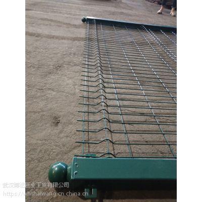四道折弯护栏网 风景旅游区安全围栏网 绿色护栏网配方管立柱大批现货抢购