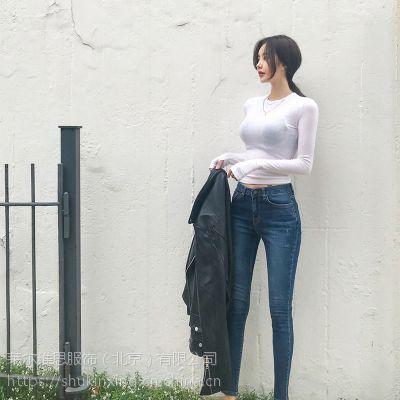 迪卡轩品牌折扣服装加盟店折扣 品牌女装尾货拿货技巧白色风衣