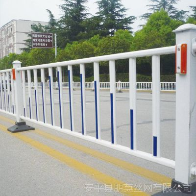 市政护栏城市道路交通隔离栅 朋英 镀锌铁管焊接安全防护网
