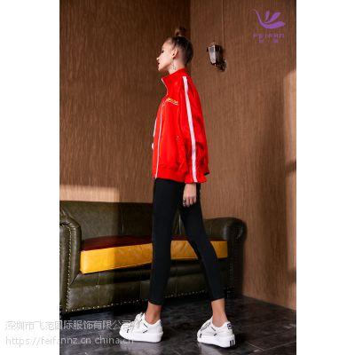 飞范女装系列之红色外套,面料柔软,着体舒服
