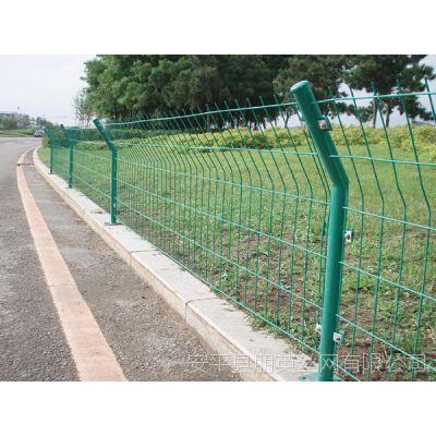 河北厂家供应 公路护栏网 低碳钢丝公路隔离网