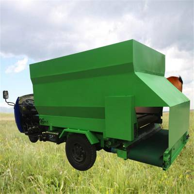 流动喂羊的撒草车 润华 大容量柴油撒料车 青贮草料投料机