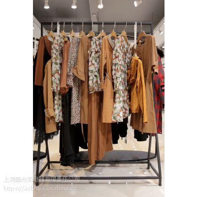莫兹广州石井外贸尾货批发市场 高档品牌女装折扣尾货红色外套