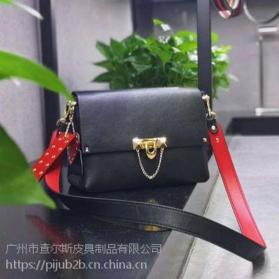2019新款韩版头层牛皮小方包女时尚锁扣真皮宽肩带单肩斜挎包