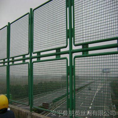 厂家直销 北京高速公路框架隔离防护网 朋英浸塑铁丝围栏网