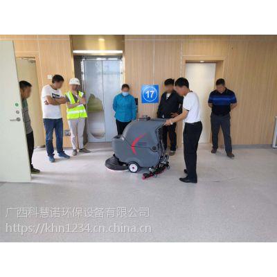 崇左工厂用自动洗地吸干机清洁每层车间