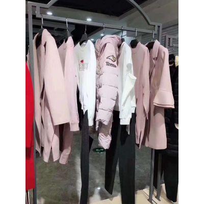 19新款迪卡轩冬装 品牌折扣女装批发走份 库存尾货货源一手货源 直播找货羽绒服