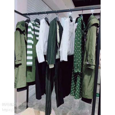 尾货服装迪卡轩的服装批发网品牌折扣店哪个牌子好多种风格库存杂款包