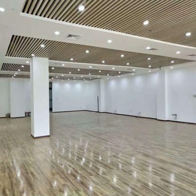 办公室长条天花吊顶 木纹铝方通 木纹铝格栅