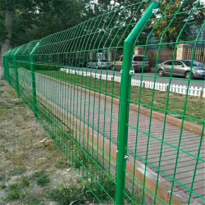 预埋式公路护栏网 底盘护栏网 河道铁丝网围栏 水库安全护栏隔离栏