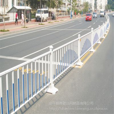 道路中央隔离栏杆@小区门口分流护栏@广告牌护栏网厂家