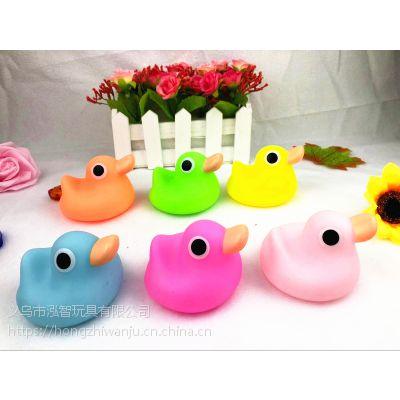 义乌泓智搪胶玩具厂家定制加工批发价格宝宝幼儿童戏水捏捏叫发声小黄鸭子玩具