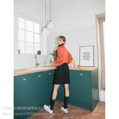 迪卡轩加盟女装品牌折扣折扣 一线品牌女装尾货批发加盟绿色休闲裤